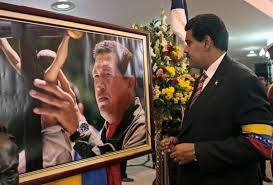 maduro w picture of chavez