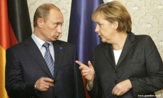 FILE PHOTO: German Chancellor Angela Merkel and Russian president Vladimir Putin