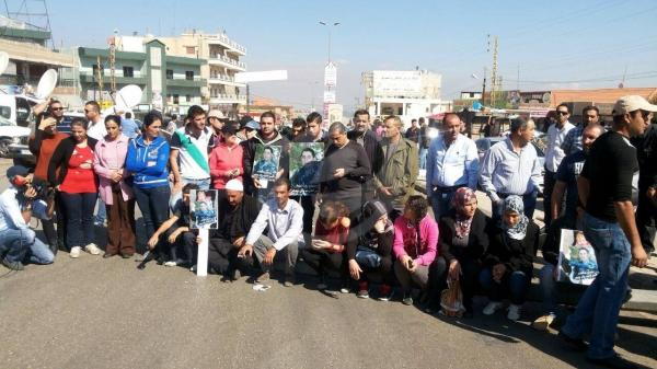 relatives of captive soldiers bloc roads
