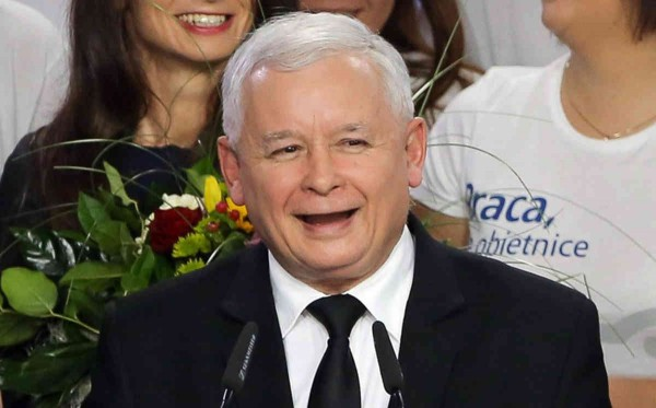 Conservative Law and Justice (PiS) leader Jaroslaw Kaczynski (C) celebrates during parliamentary elections night in Warsaw, Poland, 25 October 2015. Conservative Law and Justice (PiS) wins Polish parliamentary elections with 39,1 per cent of the vote and the ruling party Civic Platform (PO) 23.4 percent according to Ipsos poll. Third Kukiz'15 got 9 percent and fourth is Nowoczesna party with 7,1 percent of votes.  EPA/PAWEL SUPERNAK POLAND OUT