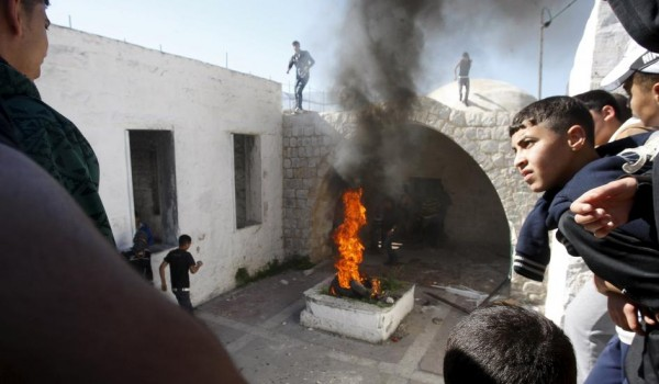 Palestinian rioters set fire in Joseph's Tomb in the West Bank city of Nablus in this April 24, 2011 file photo. Palestinians in the Israeli-occupied West Bank set fire to the Jewish shrine near Nablus and stabbed an Israeli soldier near Hebron on October 16 as tensions ran high after more than two weeks of violence. Israel's military said about 100 people converged on the tomb of the biblical patriarch Joseph in the northern part of the West Bank and set parts of it ablaze before Palestinian security forces arrived and pushed them back. ABED OMAR QUSINI/REUTERS