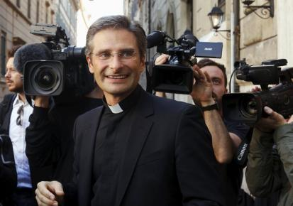 Monsignor Krzystof Charamsa smiles as he leaves at the end of his news conference in downtown Rome October 3, 2015.  REUTERS/Alessandro Bianchi