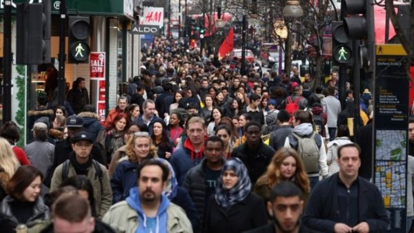 Bargains  day . Millions of shoppers have hit the Boxing Day sales on high streets across the UK, seeking out the best bargains.
