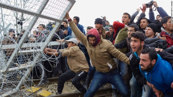 http://yalibnan.com/wp-content/uploads/2016/03/Refugees-break-through-a-barbed-wire-fence-Greek-border-with-Macedonia-Feb-262016-e1457404276225.jpg