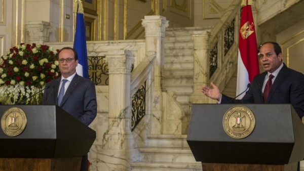 Egyptian President Abdel Fattah al-Sisi (right) and his French counterpart François Hollande during a press conference in Cairo on April 17, 2016. HOLLAND ARRIVED FROM LEBANON AFTER 1 2 DAY OFFICIAL VISIT