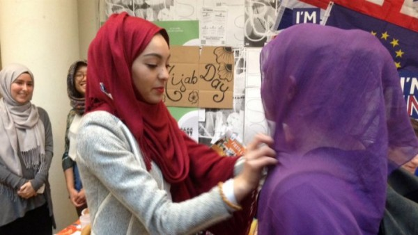 A Sciences Po university student tries on a Muslim veil during the 'Hijab Day' event on April 20, 2016. AFP