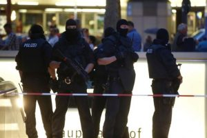 Special force police officers stand guard at an entrance of the main train station, following a shooting rampage at the Olympia shopping mall in Munich. REUTERS/Michael Dalder