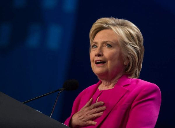 Clinton cancels California trip as pneumonia raises fears