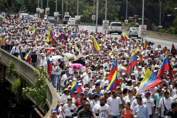Opposition supporters take part in a rally to demand a referendum to remove Venezuela's President Nicolas Maduro in Caracas, Venezuela October 22, 2016. REUTERS/Marco Bello