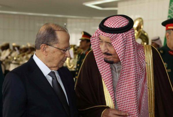 Saudi King Salman bin Abulaziz Al-Saud chats with Lebanon's President Michel Aoun (L) in Riyadh, Saudi Arabia, January 10, 2017. Dalati Nohra/Handout via Reuters