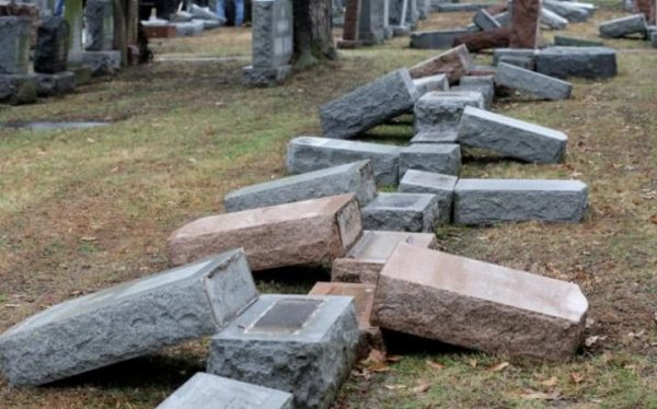 US Muslims Raise over $100000 for Vandalized Jewish Cemetery