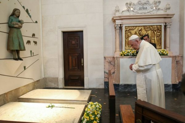 Pope Francis praying at the grave of Jacinta and Francisco Marto at the Our Lady Rosario Cathedral in the Fátima Sanctuary in Leiria, Portugal, on Saturday. Credit Pool photo by Paulo Cunha