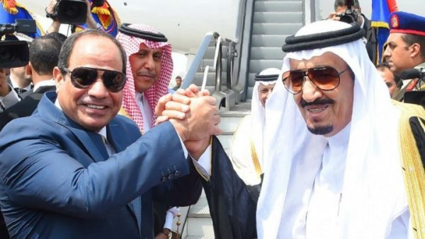 STR / Egyptian Presidency / AFP | Saudi King Salman (R) shakes hands with Egyptian President Abdel Fattah al-Sisi before leaving Cairo's international airport on Monday April 11, 2016.