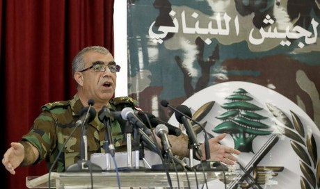 Lebanese army spokesman Ali Kanso gestures during a news conference at the Ministry of Defense in Yarze east of Beirut, on August 19, 2017, about the Army's operation against the Islamic State group close to the Syrian border. The Lebanese army has sought to keep out of the conflict but has been forced to take action since jihadists of IS and then Al-Qaeda affiliate Al-Nusra Front assaulted the border town of Arsal in 2014 and abducted 30 soldiers and police. / AFP PHOTO / ANWAR AMRO