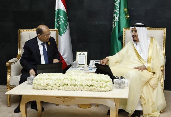 President Aoun with Saudi King Salman bin Abdul Aziz meeting  at the sideline of the Arab summit