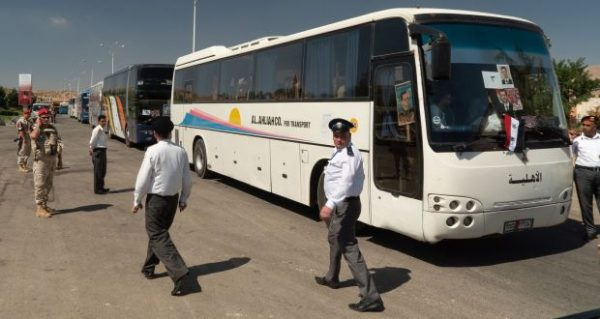 Syrian refugees leave lebanon