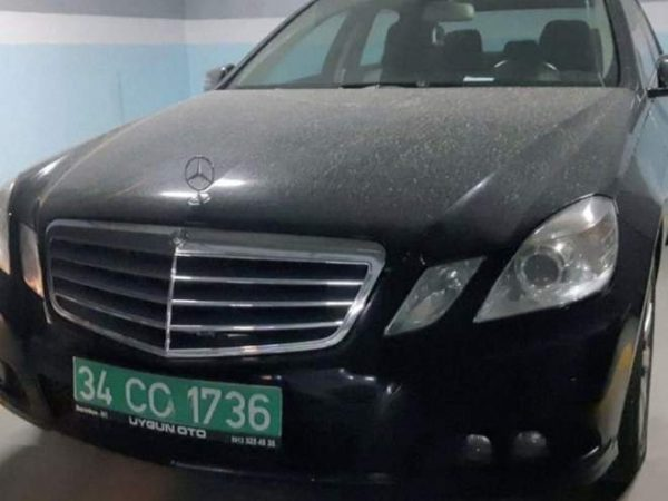 Car with diplomatic plates allegedly belonging to Saudi Consulate seen in an Istanbul car park (REUTERS)