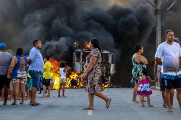 A truck burns during a wave of gang violence in the Conjunto Palmeiras neighborhood of Fortaleza, in Ceara state, Brazil, on Thursday. The justice minister in new President Jair Bolsonaro's government on Friday ordered troops to the northeastern city in a bid to contain violence by criminal groups there. | AFP-JIJI