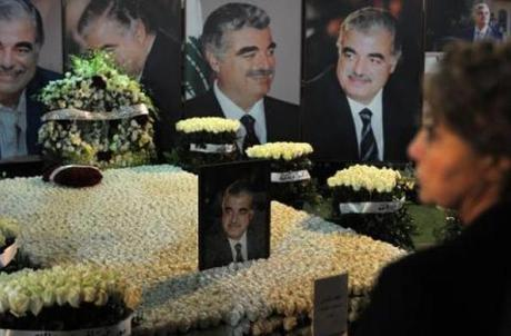 Several Lebanese politicians headed to downtown Beirut to lay flowers at slain PM Rafik Hariri's grave