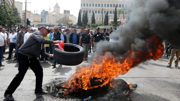 Former soldiers protested against benefit cuts in downtown Beirut [Mohamed Azakir/Reuters]