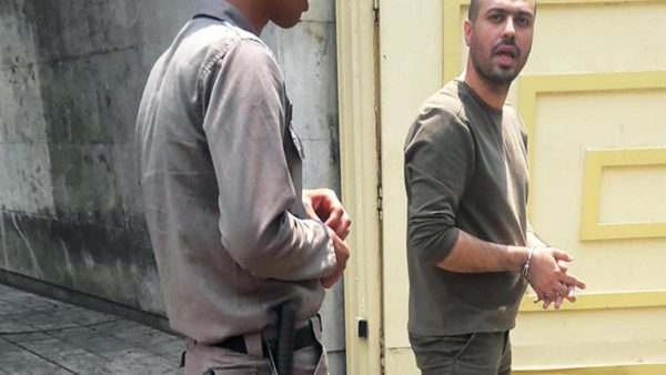 Iranian journalist Masoud Kazemi is seen entering Evin prison in Tehran on May 22, 2019. (Image via Twitter, used with permission)