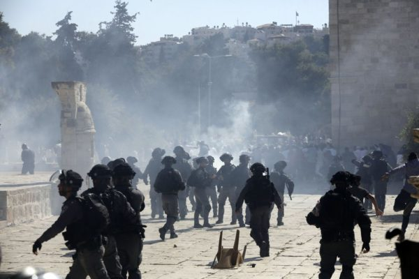 sraeli police clashes with Palestinian worshippers at al-Aqsa mosque compound in Jerusalem, Sunday, Aug 11, 2019. Clashes have erupted between Muslim worshippers and Israeli police at a major Jerusalem holy site during prayers marking the Islamic holiday of Eid al-Adha. (AP Photo/Mahmoud Illean)