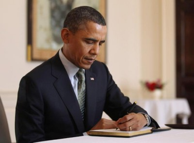 obama writing a letter