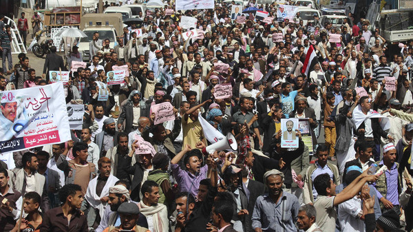 Anti-Houthi protesters march during a demonstration to show support to Yemen's President Abd-Rabbu Mansour Hadi in the central city of Ibb February 28, 2015. Yemen's capital Sanaa was captured in September by the Shi'ite Muslim Houthi militia, which placed Hadi under house arrest and forced him to announce his resignation. Arab and Western states this month evacuated their Sanaa embassies. Parliament never approved the resignation, and on Sunday Hadi fled to Aden where he has set up a new seat of power. REUTERS/Mohammed al-Moailme (YEMEN - Tags: CIVIL UNREST POLITICS)