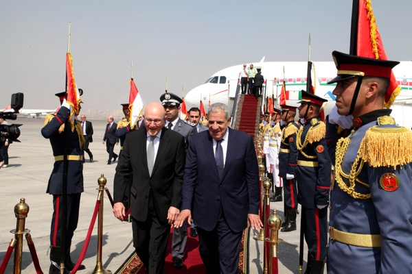 Egyptian Prime Minister Ibrahim Mahlab ( R)  received Lebanese PM Tammam salam at the airport in Cairo