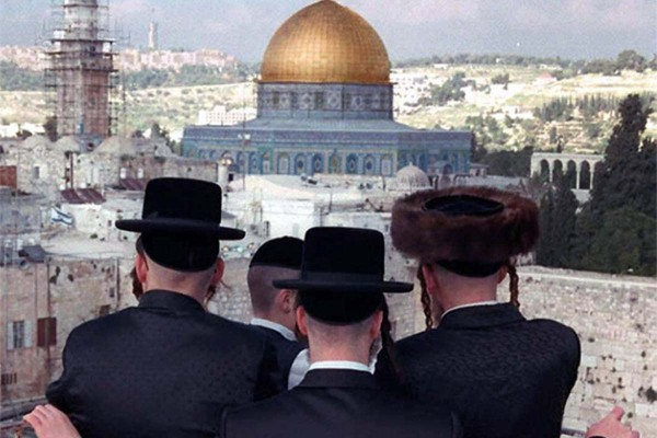 Rabbi Dov Lior has urged Jews to hold prayers in Al-Aqsa Mosque, one of Islam's most revered holy sites