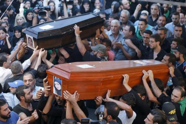 Relatives and friends of the Safwan family, that drowned on a boat carrying them from Turkey to Greece, carry their coffins during their funeral in Beirut's southern suburb of Ouzai, Lebanon October 22, 2015. REUTERS/Mohamed Azakir