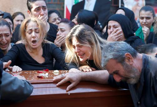 Relatives and friends of the Safwan family, that drowned on a boat carrying them from Turkey to Greece, mourn them during their funeral in Beirut's southern suburb of Ouzai, Lebanon October 22, 2015. REUTERS/Mohamed Azakir