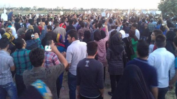 Thousands of residents of the southern Iranian city of Ahwaz formed a human chain by the bank of the Karun River in Ahwaz, the capital of the Khuzestan Province of Iran, protesting the diversion of its river to ethnically Persian areas