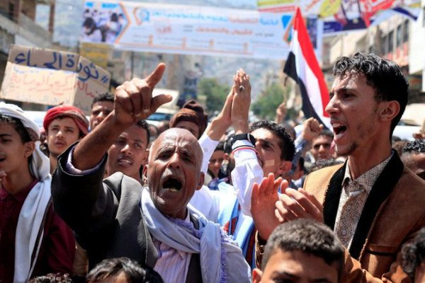 People demonstrate to denounce the deterioration of Yemen's economy and the devaluation of the local currency in Taiz, Yemen October 6, 2018. REUTERS/Anees Mahyoub