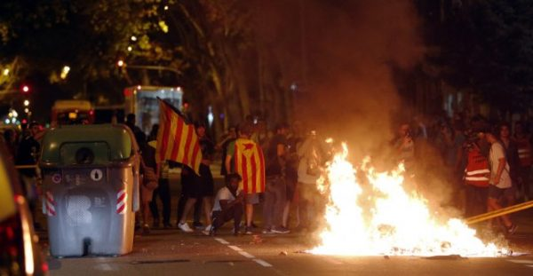 Pau Barrena / AFP | Protesters burn garbage from rubbish containers after a demonstration held in Barcelona on October 1, 2018.